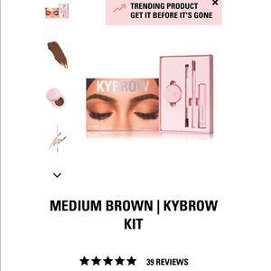 Kylie Jenner Medium Brown Eyebrow Kit.